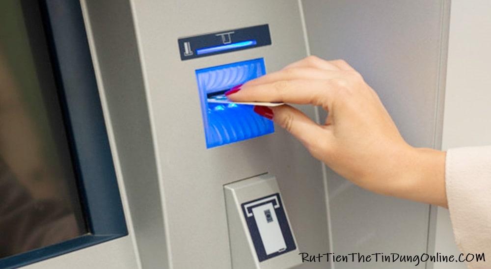 Rút tiền từ thẻ visa debit ở nước ngoài